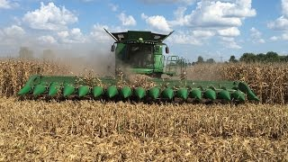 Video John Deere S690 Tracked Combine with a 16 Row Corn Head MP3, 3GP, MP4, WEBM, AVI, FLV November 2017