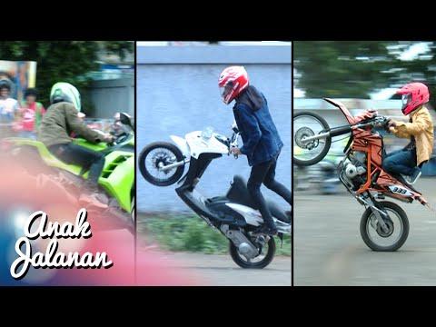 Download Video Boy, Mondy Dan Tristan Adu Gaya Freestyle Motor [Anak Jalanan] [4 Januari 2016]