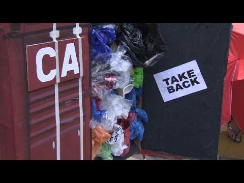 «Πόλεμος» με τον Καναδά για τα σκουπίδια