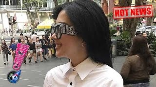 Video Hot News! Super Tajir Syahrini Pilih Bersihkan Kuping di Singapura - Cumicam 26 April 2017 MP3, 3GP, MP4, WEBM, AVI, FLV April 2017