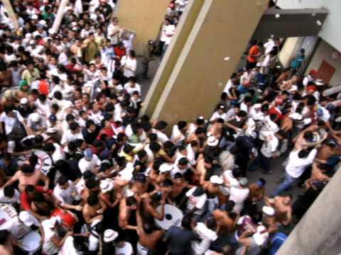 Video - TRINCHERA U NORTE ENTRANDO A LA TRIBUNA U -CAGONES 12-07-09 - Trinchera Norte - Universitario de Deportes - Peru