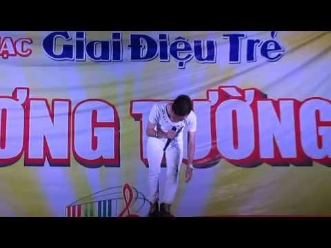 Bé gái học lớp 3 hát Trang Giấy Trắng với ca sĩ Phạm Trưởng