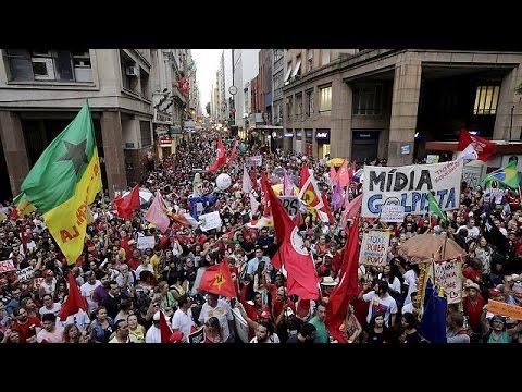 Βραζιλία: Διαδηλώσεις υπέρ της Ντίλμα Ρούσεφ