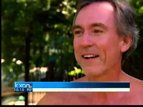 Man turns neighbors' heads with thong