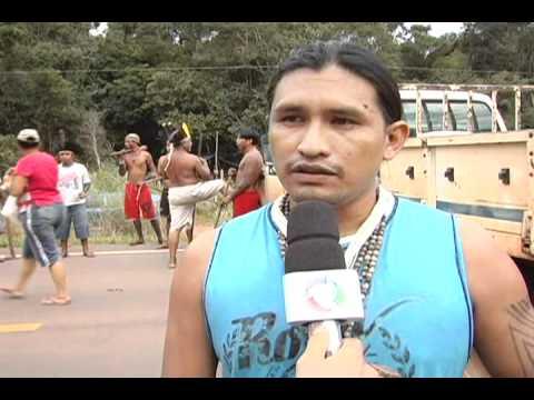 Indios bloqueiam BR-163 em Itaúba-MT março 2011.wmv