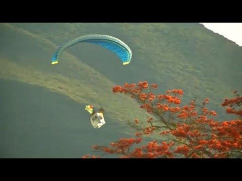 Διαγωνισμός με αλεξίπτωτα πλαγιάς στη Βολιβία