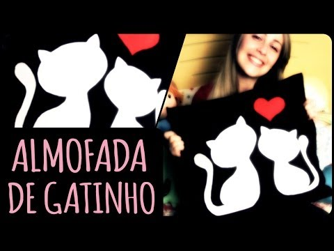 feltro - gattini innamorati su un cuscino