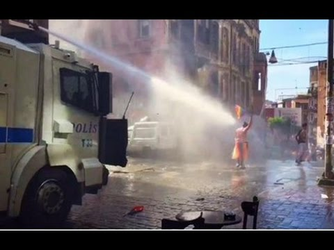 Турки разогнали гей-парад