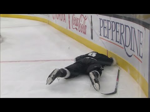 Video: Doughty shaken up after hit from Frolik