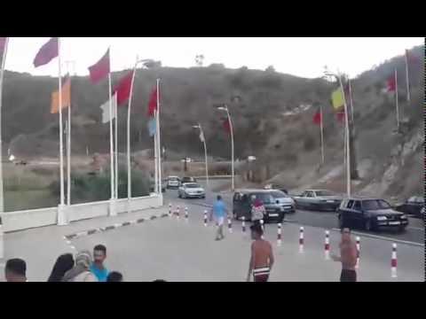 نايضة بين المغاربة و الجزائريين في الحدود