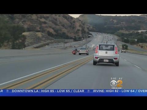 Motoristin liikenneraivo aiheuttaa hurjan ketjureaktion moottoritiellä