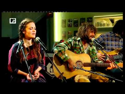 Angus & Julia Stone - Angus und Julia Stone permormen ihren Song Big Jet Plane live bei MTV Home.