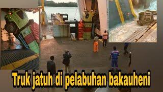 Video TRAGIS,, BEBERAPA MOBIL TRUK MASUK  LAUT DI PELABUHAN BAKAUHENI.. MP3, 3GP, MP4, WEBM, AVI, FLV Januari 2019