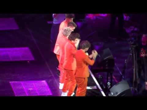 Live while We're Young (orange suits), One Direction - Amsterdam Ziggo Dome, 3 May 2013, TMH Tour