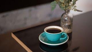 Kawa Americano - przepis, proporcje. Jak zrobić dobrą i smaczną kawę Americano?Portal i sklep z herbatą http://www.czajnikowy.com.plBlog: https://www.czajnikowy.com.pl/kawa-americano-jak-zrobic-proporcje-bledy-porady/Facebook: http://facebook.com/czajnikowyplTwitter: http://twitter.com/czajnikowyplInstagram: http://instagram.com/czajnikowyplKawa Americano - przepis, proporcje. Jak zrobić dobrą i smaczną kawę Americano?
