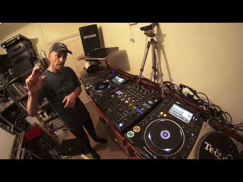DJ TUTORIAL ON MIXING OLD SCHOOL DISCO MUSIC BY ELLASKINS THE ORIGINAL DJ TUTOR