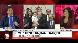 """MHP Genel Başkan Adayı Sinan Oğan 7 Şubat 2017 tarihinde Halk TV'de katılıdığı Ana Haber programında referandum süreciyle ilgili kritik tespitlerde bulundu. MHP Genel Başkanı Bahçeli'nin dünkü grup toplantısında yaptığı konuşma ile ilgili konuşan Oğan, """"Neden biz illa sayın Erdoğan'ı veya Doğu Perinçek'i seçmek zorundayız. Bizim başka tercihimiz neden yok? Bizim tercihimiz Atatürk'ün yoludur, bizim tercihimiz Alparslan Türkeş'in yoludur. Niye biz Doğu Perinçek ve Erdoğan arasında sıkışıp kalalım."""" dedi."""