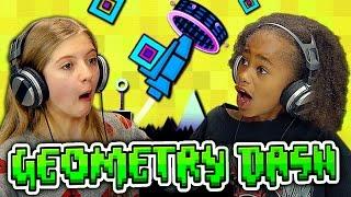 Video KIDS PLAY GEOMETRY DASH (Kids React: Gaming) MP3, 3GP, MP4, WEBM, AVI, FLV Mei 2018