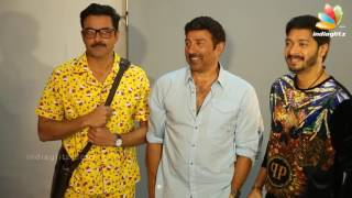 Sunny Deol, Bobby Deol Shreyas Talpade at Poster Boys On Location Shoot at Mehboob Studio.Click this below link and subscribe to our channel to get all updates on Bollywood Movies, and your favorite Bollywood actresses and actors.http://goo.gl/cfijvC