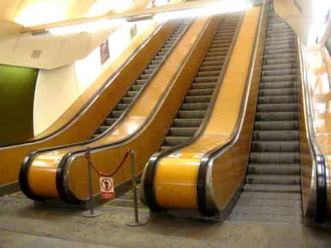 「チェコの首都「プラハ」にある地下鉄のエスカレーターがデンジャラスなスピード。」のイメージ