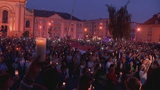 Over 1,000 people have protested outside the Supreme Court in Warsaw against a new law that would give the government substantial judicial power. Report by Sarah Duffy.