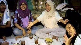 Video Fatin Buka Puasa Bersama Sahabatnya -  Intens 13 Juli  2013 MP3, 3GP, MP4, WEBM, AVI, FLV Februari 2018