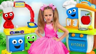 Video Sasha teaches Papa to eat Healthy Food and Plays a Toy Restaurant MP3, 3GP, MP4, WEBM, AVI, FLV Juni 2019