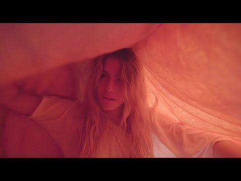 Chiara Parravicini - Lloro (Official Video)