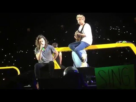 One Direction - Little Things Live @ Centurylink OTRA Seattle 8/15/15 (видео)