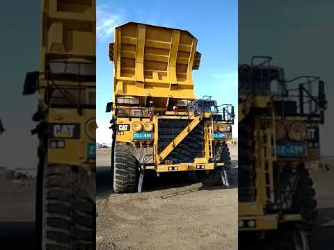 CATERPILLAR OFF HIGHWAY TRUCKS 793D equipment video pE8Uixg9pAY