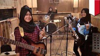 Video Viral band metal yang beranggotakan remaja putri berhijab di Garut - TomoNews MP3, 3GP, MP4, WEBM, AVI, FLV Agustus 2018