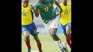 Homenagem ao jogador camaronês Marc Vivian Foe que morreu em campo no jogo entre Camarões e Colômbia na Copa das Confederações de 2003.