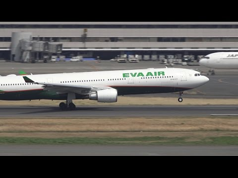 Eva Air Airbus A330-300 B-16337 Takeoff from HND 16R (видео)
