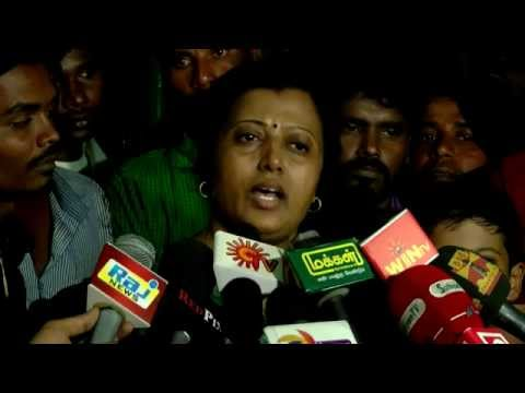 Tamail Cinema Lyric Writer Thamarai Protest Against Her Husband - Students are with her now