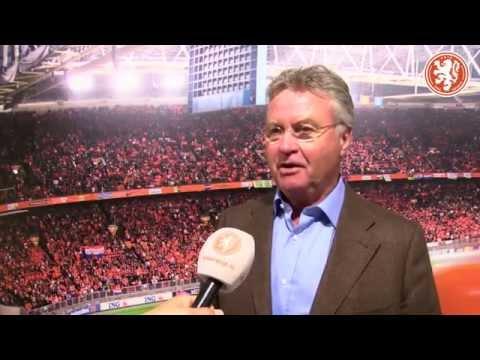 Guus Hiddink blijft aan als bondscoach