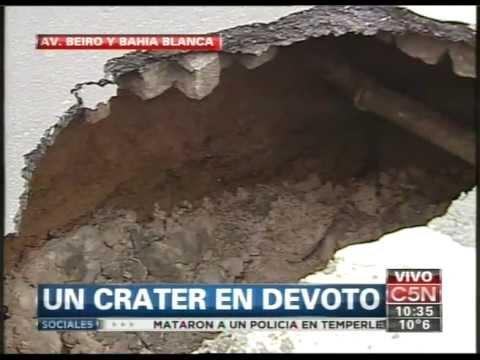 Camión se incrusta en pavimento en Villa Devoto