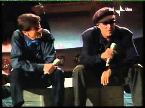Adriano Celentano a uno di noi   l'emozione non ha voce con gianni morandi (видео)