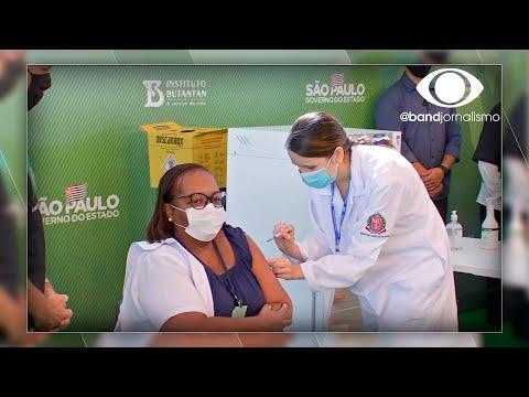 Enfermeira é a primeira vacinada contra a Covid-19 no Brasil