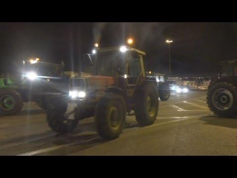 Με κλαρίνα η διαμαρτυρία στο μπλόκο της Ηγουμενίτσας