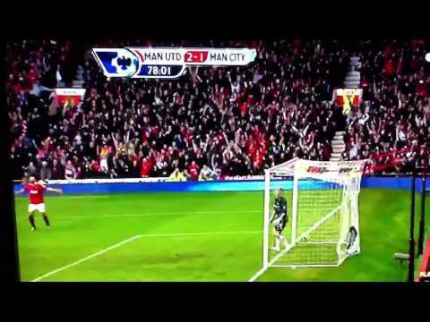 Gol de Rooney de chilena. (GolT)
