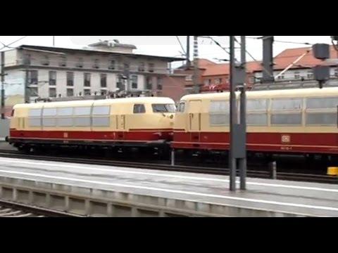 103 245 und 103 113 sowie weitere Züge in Erfurt Hbf am 4. Februar 2013