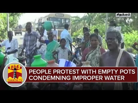 People-Blocks-Road-Protest-With-Empty-Pots-Condemning-Improper-Water-Supply
