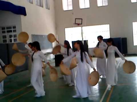 múa nón lá- việt nam quê hương tôi-10a1 BP