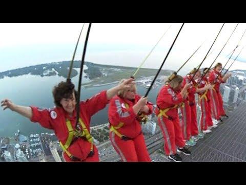 Edgy birthday bash: 85-year-old woman's CN Tower EdgeWalk (видео)