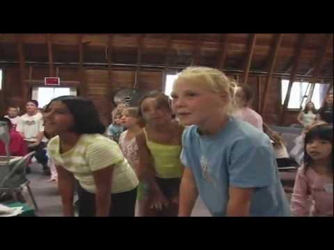 Jesus Camp - fragment 1: kinderpreek (donderpreek) van Becky Fisher (NL-subs)