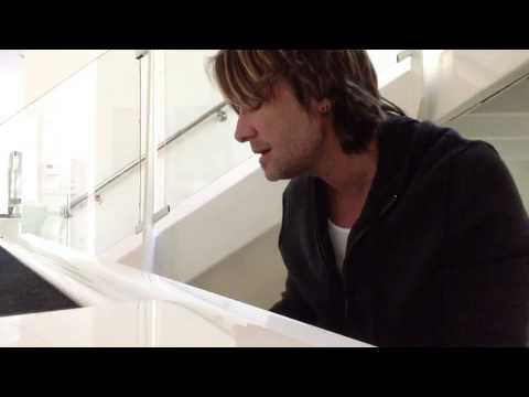 Keith Urban Sings Musical Tribute to George Jones [Video]