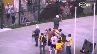 Numa virada épica, com o primeiro gol do Imperador, Corinthians supera o Atlético-MG no Pacaembu a duas rodadas do fim. Galo ainda corre risco