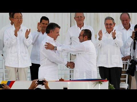 Κολομβία: Υπεγράφη η ιστορική ειρηνευτική συμφωνία κυβέρνησης – FARC