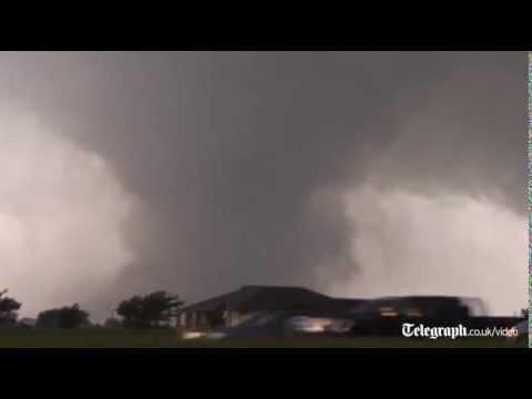 Dramatic footage: storm chaser films Oklahoma tornado