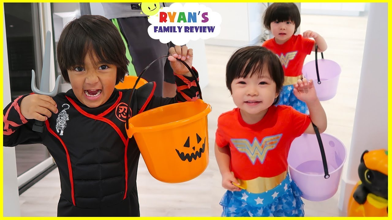 Trick Or Treat Pretend Play with Ryan's Family Halloween Special! - YouTube